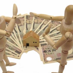 不動産を購入・売却する際にかかる仲介手数料、計算方法と注意点を紹介します