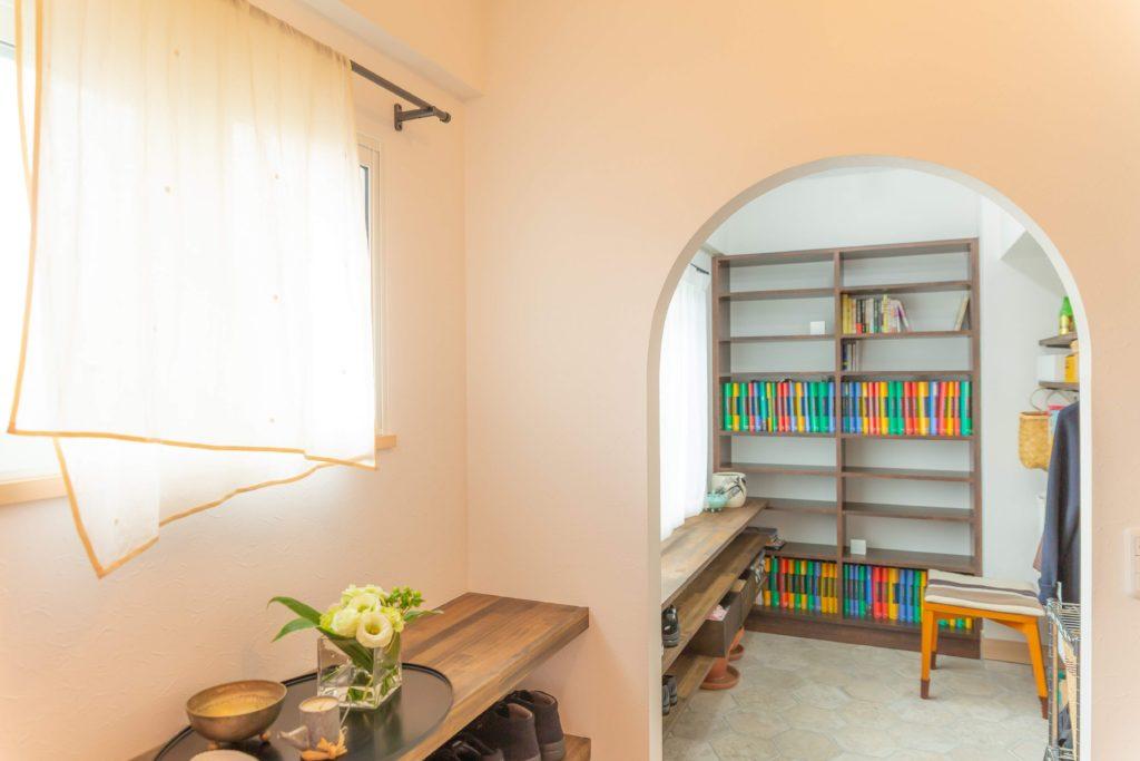 1万冊の本に囲まれたフレンチシックな「おうち図書館」
